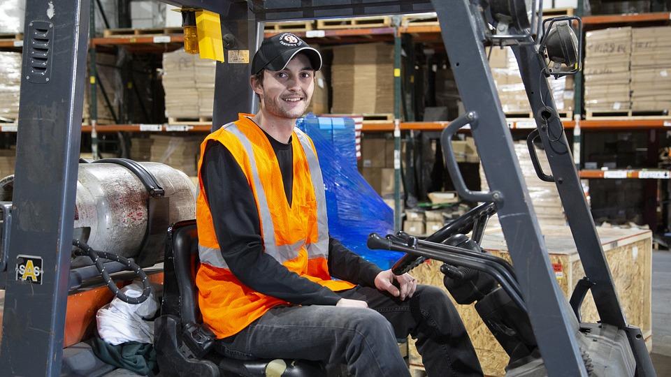 Nowa oferta pracy: Magazynier – operator wózka widłowego